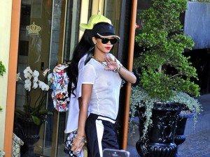 Rihanna vas t-elle trop loin ?  rihanna-exhibe-ses-tetons-a-stockholm_exact810x609_l-300x225